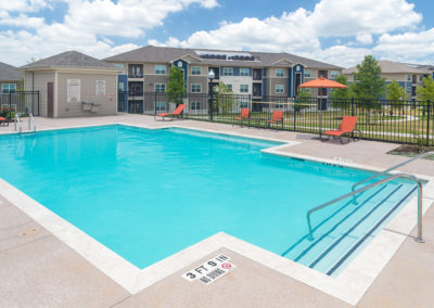 The Pointe at Crestmont Southeast Houston, TX apartment pool area